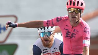 Par ici la troisième victoire d'étape pour Magnus Cort Nielsen (EF), lors de la 19e étape de la Vuelta, le 3 septembre. (MIGUEL RIOPA / AFP)