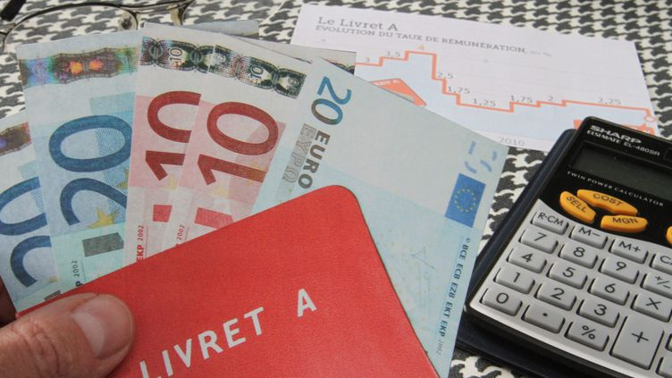 Les détenteurs d'un Livret A ont effectué davantage de retraits que de dépôts en décembre 2014, à hauteur de 290 millions d'euros, selon des données publiées mercredi 21 janvier 2015 par la Caisse des dépôts. (MAXPPP)