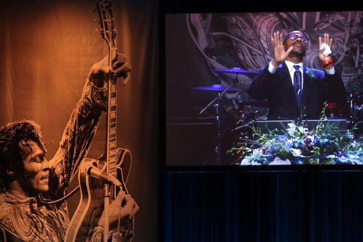 Charles Berry Jr. parle de son père lors des funérailles le 9 avril 2017  (Laurie Skrivan/AP/SIPA)