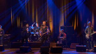 Sting avec Ibrahim Maalouf et ses musiciens au Bataclan  (capture d'écran)