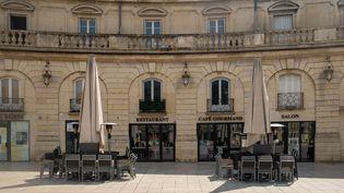 La terrasse d'un restaurant fermé à Dijon (Côte- d'Or) le 17 avril 2021. (FLORIAN JANNOT-CAEILLETE / HANS LUCAS / AFP)