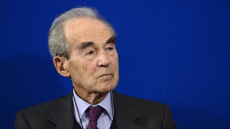 L'ancien garde des Sceaux Robert Badinter lors d'une conférence de presse à Paris, le 25 novembre 2013. (ERIC FEFERBERG / AFP)