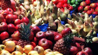 Des fruits sont téstés. Certains contiennent des pesticides. (MAXPPP)