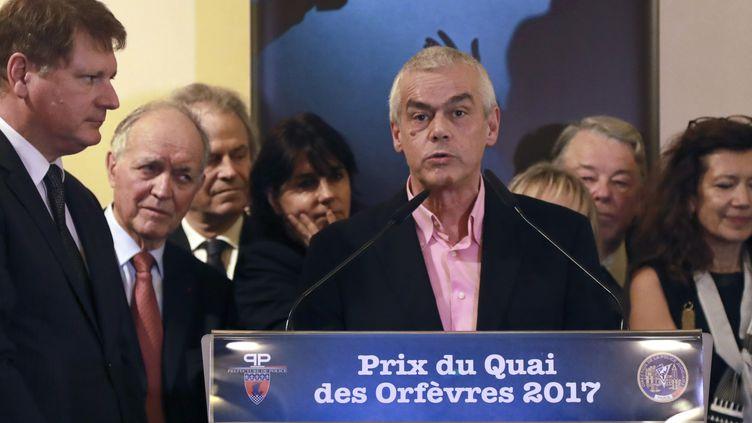 """Pierre Pouchairet prend la parole après avoir remporté le prix du Quai du Orfèvres 2017 pour son roman """"Mortels Trafics""""  (JACQUES DEMARTHON / AFP)"""