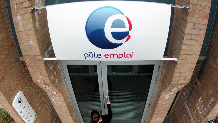 Fin août, la France comptait 3 011 000 demandeurs d'emploi. (PHILIPPE HUGUEN / AFP)