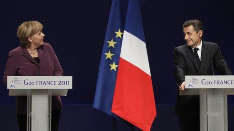 Angela Merkel et Nicolas Sarkozy donnent uen conférence de presse lors du G20, à Cannes, le 2 novembre 2011. (AFP - Thomas Coex)