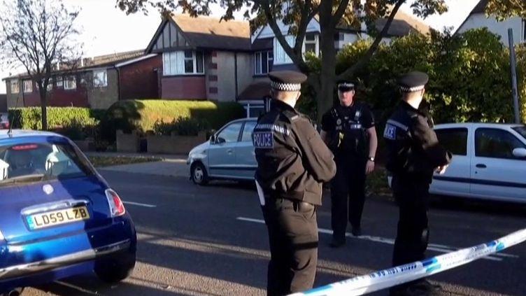 Royaume-Uni : un député poignardé à mort. (FRANCEINFO)