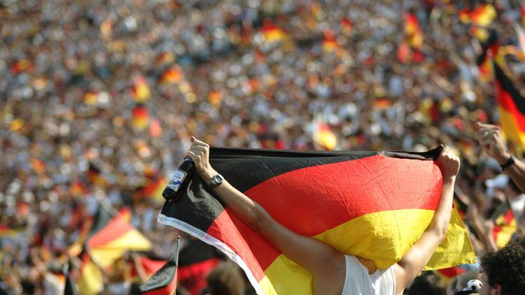 Des supporters allemands pendant un match Allemagne-Suède, lors de la Coupe du monde de football 2006. (LUKAS COCH / PICTURE ALLIANCE / AFP)