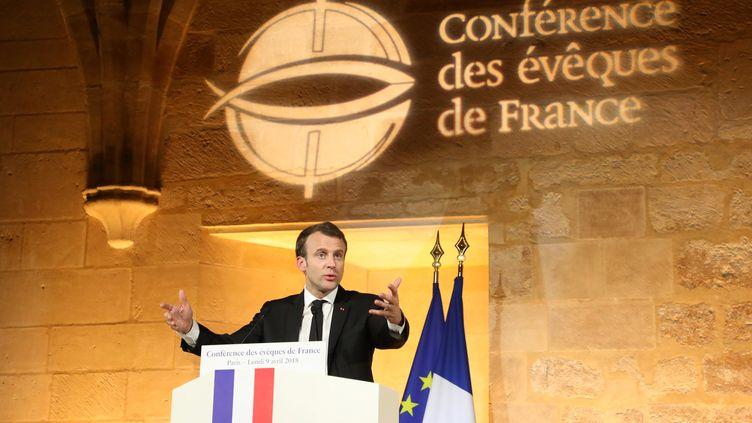 Emmanuel Macron, le 9 avril, devant la Conférence des évêques de France, à Paris. (LUDOVIC MARIN / AFP)