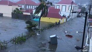 Capture d'écran d'une vidéo facebook montrant les dégâts provoqués par l'ouragan IrmaàSaint-Barthélemy, le 6 septembre 2017. (CAROLE GREAUX / FACEBBOK)