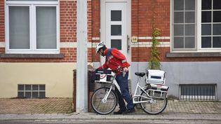 En Belgique, le patron de la Poste milite pour que le courrier ne soit plus distribué que tous les trois jours. (JEAN-LUC FLÉMAL / MAXPPP)