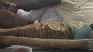 Plus decent sarcophages découverts en parfait état à Saqqara (Capture d'écran France 2)