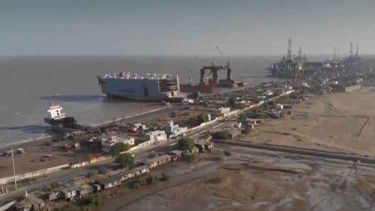 Des chantiers navals de démolition en Inde. (FRANCE 2)