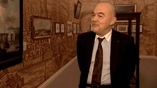 Christian Lacroix dans l'une des salles du musée des Beaux-Arts  (France 3/Culturebox)