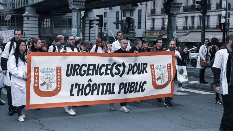 Une manifestation du collectif Inter-urgences, le 29 octobre 2019 à Paris. (JEROME LEBLOIS / HANS LUCAS / AFP)