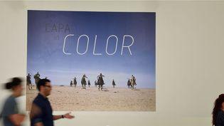 Les photos couleur de Robert Capa au Centre Capa de Budapest (2 juillet 2015)  (Attila Kisbenedek / AFP)