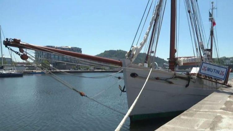 Cherbourg : le Mutin, plus vieux navire de la Marine, en escale (FRANCE 3)
