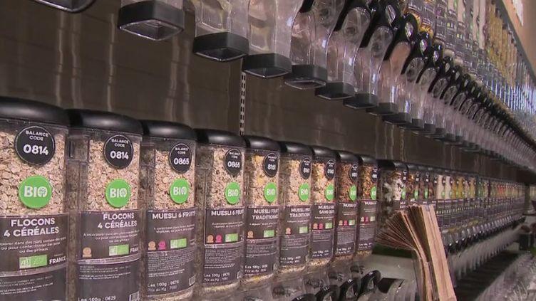 Rayon céréales au détail dans un magasin bio des Yvelines (CAPTURE ECRAN FRANCE 2)