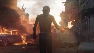 Scène de guérilla urbaine dans Far Cry 6, dernier opus de la série reprise par Ubisoft sorti le 7 octobre 2021. (FRANCEINFO / RADIO FRANCE)