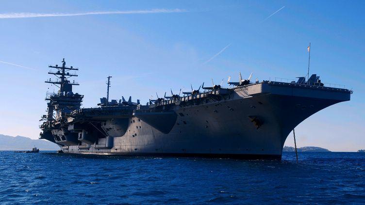"""Le porte-avions """"USS Eisenhower"""" en Méditerranée, en2009. (NOSETTO PATRICK / MAXPPP)"""