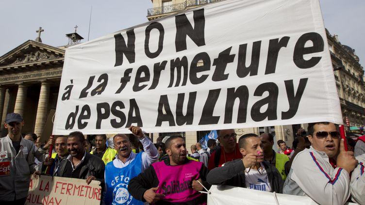 Des salariés de PSA Aulnay-sous-Bois (Seine-Saint-Denis) manifestent à Paris contre la fermeture du site, le 20 septembre 2012. (NICOLAS KOVARIK / CITIZENSIDE.COM / AFP)
