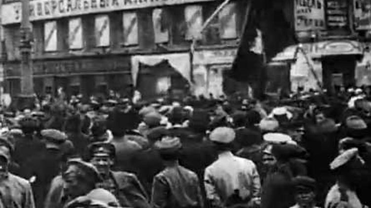 Le chef du gouvernement a démisionné et les rues de Saint-Petersbourg sont désormais aux mains des manifestants russes en ce 27 février 1917. (INA)
