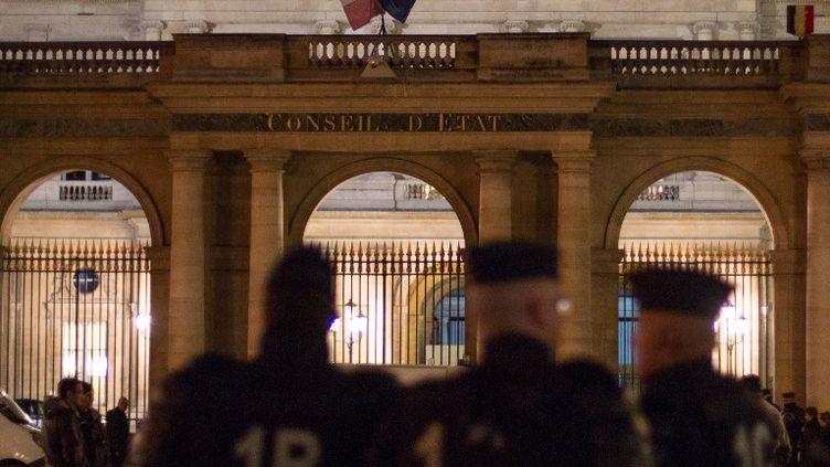 Des CRS devant le Conseil d'Etat, jeudi 9 janvier à Paris. (CITIZENSIDE / VINCENT EMERY / AFP)