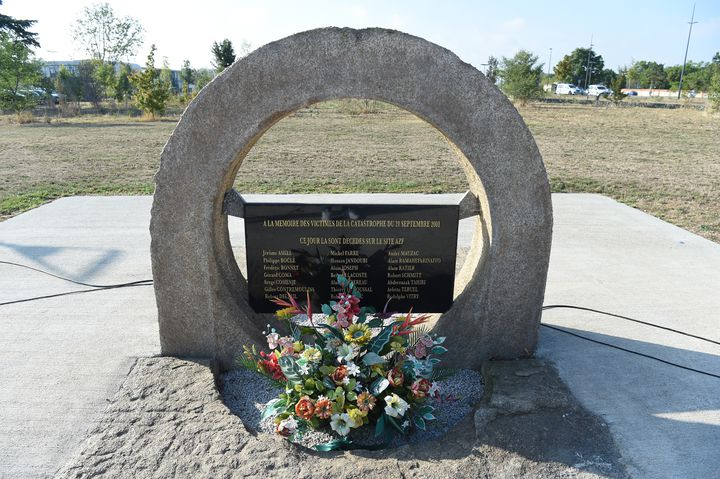 Le mémorial en hommage aux victimes de l'explosion d'AZF. (ERIC CABANIS / AFP)