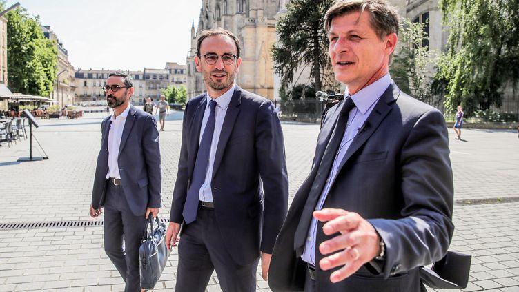 Nicolas Florian, le maireLR sortant de Bordeaux (à droite) avec son nouvel allié pour les Municipales 2020, le LREM Thomas Cazenave (au centre). (BONNAUD GUILLAUME / MAXPPP)