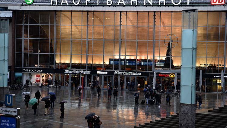 La gare de Cologne (Allemagne), où ont lieu des violences la nuit du Nouvel An, le 11 janvier 2016. (PATRIK STOLLARZ / AFP)