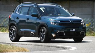 Les ventes des SUV, ces véhicules de gros gabarit, souvent 4×4, ont quadruplé en 10 ans en Europe selon Greenpeace. (FRED TANNEAU / AFP)
