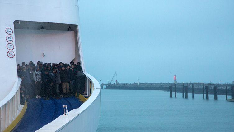 (Après la manifestation de soutien aux réfugiés, une centaine de manifestants avaient pénétré dans la zone d'embarquement des ferries © MaxPPP)