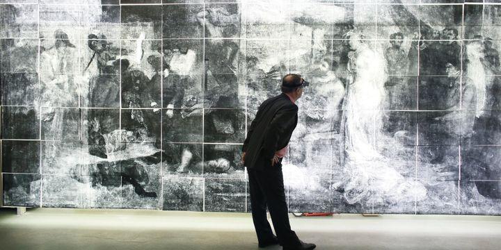 """Radio géante numérisée de """"L'Atelier du peintre"""" de Courbet  (PATRICK KOVARIK / AFP)"""