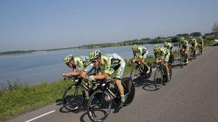 Alberto Contador (4e en partant de la gauche) et son équipe Tinkoff-Saxo s'entraînent près d'Utrecht, aux Pays-Bas, le 3 juillet 2015. (CHRISTOPHE ENA/AP/SIPA / AP)