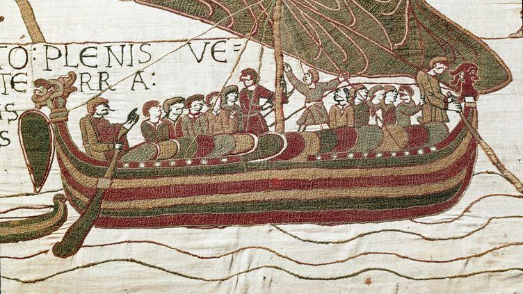 """""""La flotte d'Harold, venu informer le duc de Normandie Guillaume le Conquerant (1027-1087) qu'il sera successeur a la couronne d'Angleterre a la mort d'Edouard le Confesseur, est prise dans la tempete qui la jette sur les cotes du comte Guy de Ponthieu"""" Detail de la Tapisserie de Bayeux ou Broderie de la Reine Mathilde, 1077 (70,34x050 m) - Bibliotheque de Bayeux, Bayeux (Calvados) ?Luisa ricciarini/leemage (Photo by leemage / Leemage via AFP) (LEEMAGE VIA AFP)"""
