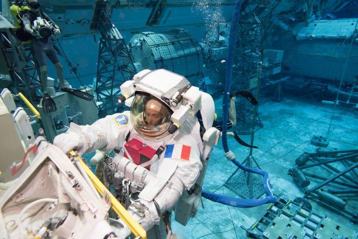 (BILL BRASSARD - NASA - JSC)