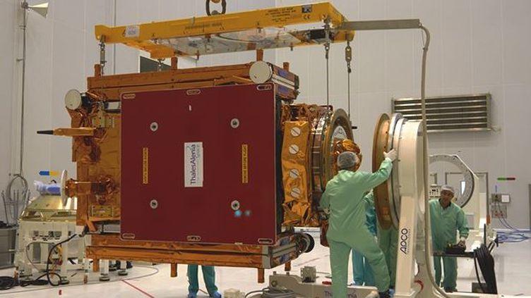 Sentinel-1A, un immense radar, sera lancé depuis la Guyane française par une fusée Soyouz, afin descruter la surface de la Terre. (ESA / FRANCETV INFO )