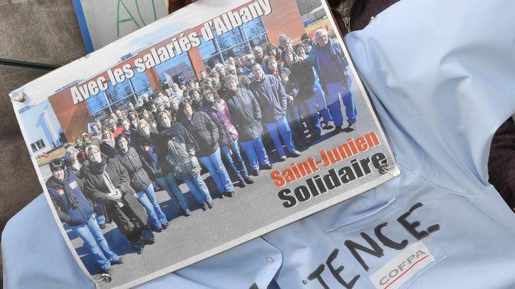 Une salariée du groupe textile Albany, devant la préfecture de la Haute-Vienne, à Limoges, le 8 mars 2012. (PIERRE ANDRIEU / AFP)