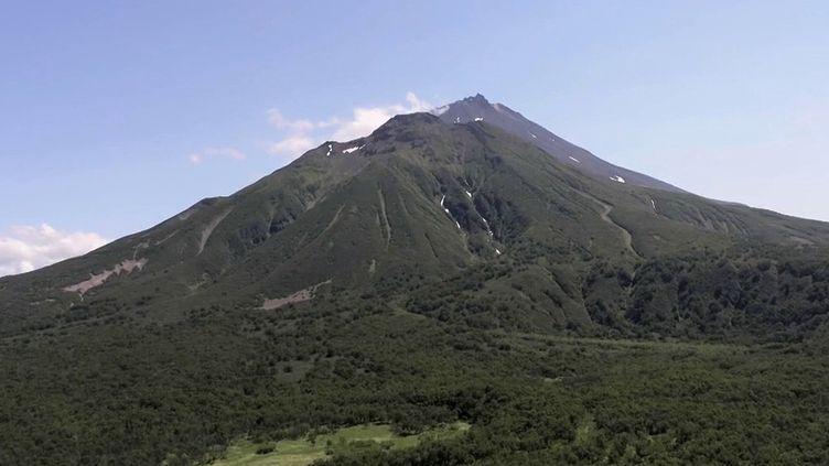 Russie : le Kamtchatka, territoire couvert de volcans, attire les touristes (France 2)