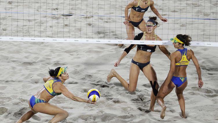 La finale du beach-volley féminin aux JO, Allemagne-Brésil (DAVID GOLDMAN/AP/SIPA / AP)