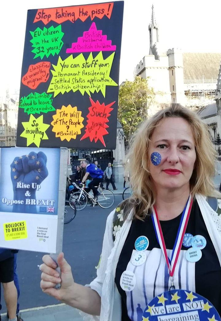 Laure Ollivier-Minns lors d'une manifestation contre le Brexit, avant son départ d'Angleterre. (LAURE OLLIVIER-MINNS)