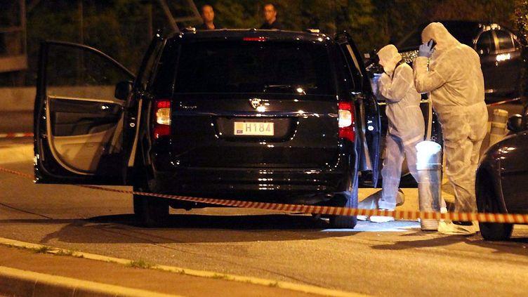 Des policiers procèdent à des relevésaprès une fusillade à l'hôpital L'Archet, le 6 mai 2014 à Nice (Alpes-Maritimes). (MAXPPP)