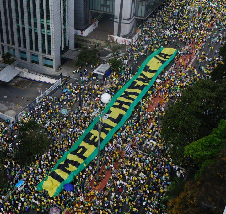 Manifestation à Sao paulo pour la destitution de la présidente Dilma Rousseff, le 16 août 2015. (Gabrieala Bilo/ Agencia Estado)