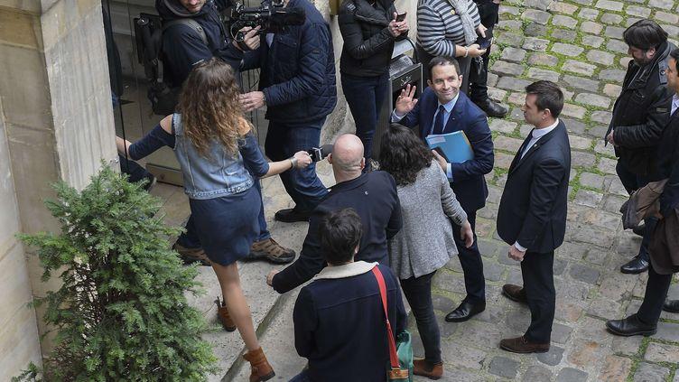 Benoît Hamon avant une conférence de presse, le 10 mars 2017, à Paris. (CHRISTOPHE SAIDI/SIPA)
