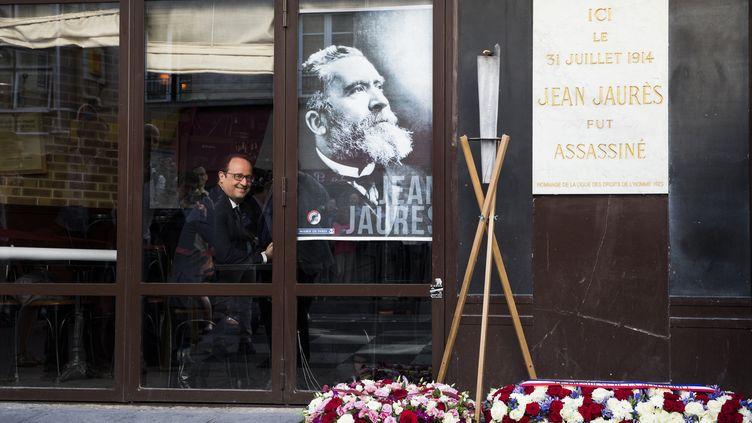 Le président de la République, François Hollande, lors de la commémoration des cent ans de l'assassinat de Jean Jaurès, le 31 juillet 2014,à la Taverne du Croissant, à Paris. (YOAN VALAT / AFP)