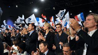 Des militants du mouvement Sens Commun lors d'un meeting à Paris, en novembre 2014. (DOMINIQUE FAGET / AFP)