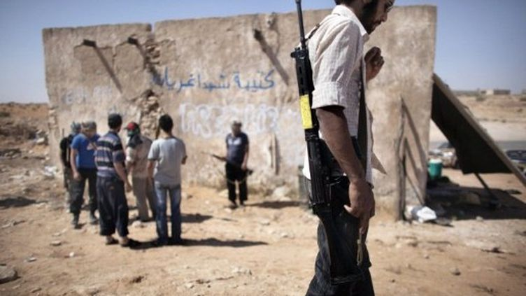 Des rebelles se rassemblent à l'est des montagnes Nafusah à l'ouest de la Libye. (AFP-Marco Longari)