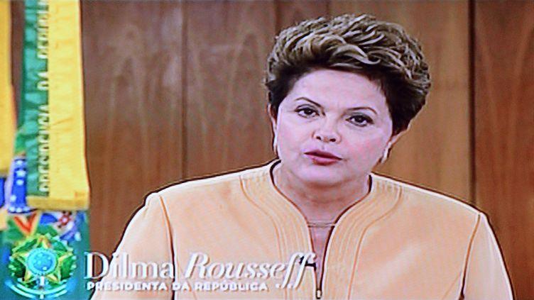 La présidente du Brésil, Dilma Rousseff, prononce une allocution à la nation, le 21 juin 2013. (EVARISTO SA / AFP)