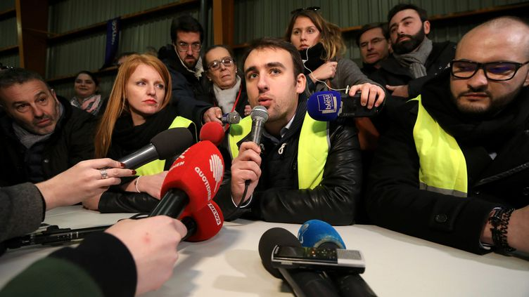Ingrid Levavasseur etHayk Shahinyan (au centre) donnent une conférence de presse à Marseille (Bouches-du-Rhône), le 5 janvier 2019. (MAXPPP)