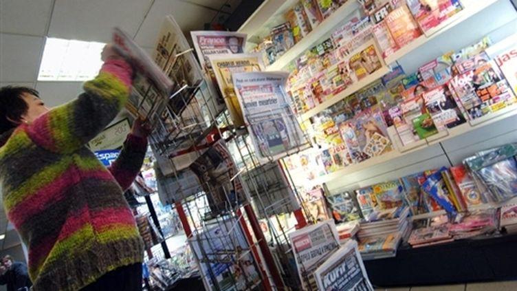 Kiosque de presse à Caen (7-2-2007) (AFP - Mychèle Daniau)